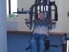 Projektledare Eskil Arnoldsson provar gymmaskinen på kontoret.